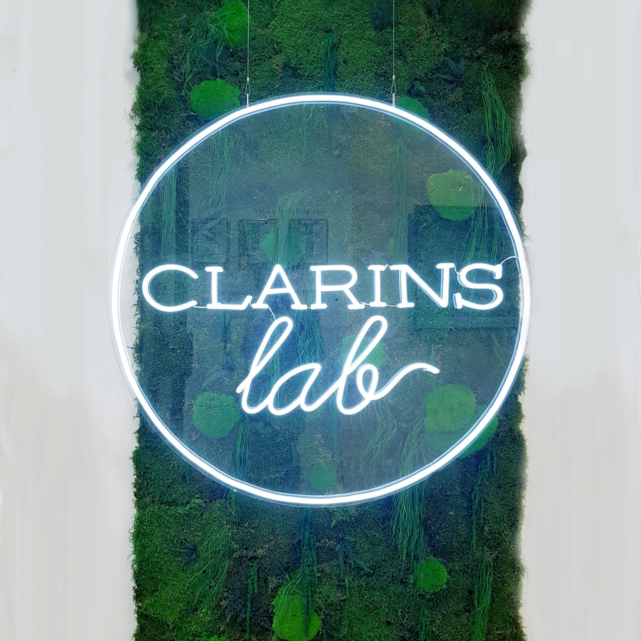 Design végétal sur mesure : mur végétal Clarins