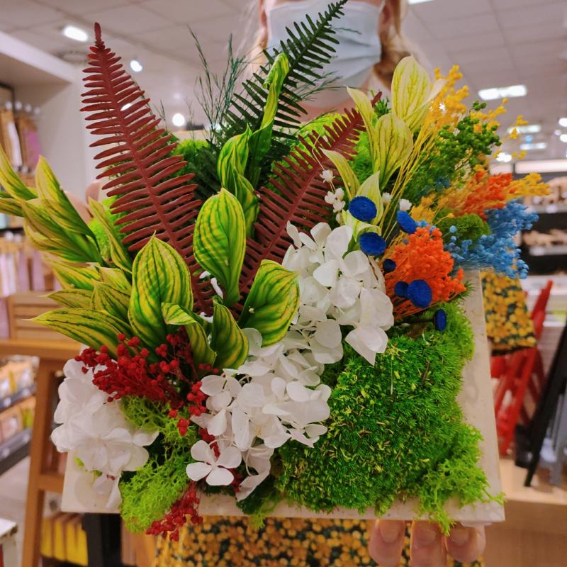 Cadre végétal stabilisé et fleurs séchées